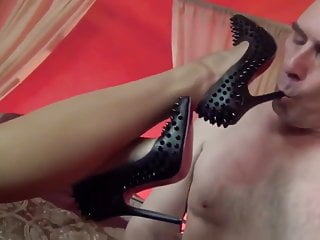 Asianmistress rest a slave licks and fondles her...