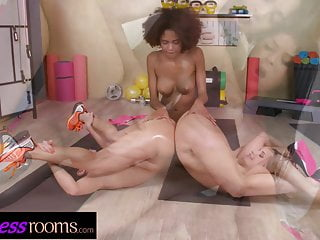 Fitness Rooms Ebony Luna Corazon lez 3some