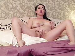 Single mommy, 45 yo Liliya Jerks Off Clit And Cums