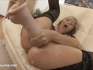 Big dildo and squirting...