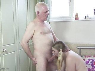 Il vecchio padre scopa la giovane figlia