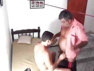 novinho Coroa pegando  sexy macho daddy moustached fucks -