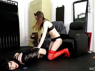 Amateur Shemale Hd Videos Sex Toy Shemale video: Sex doll transforms into Dominatrix Dollpodium.com