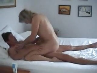 Beautifull Mature Woman Loves A Hard Suck & Fuck
