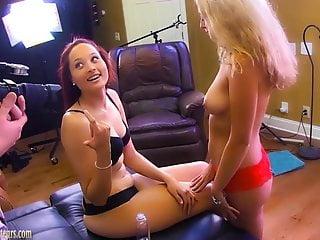 Amateur girls couch go total lesbian...