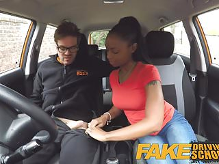 Fake Driving School bella ragazza nera minuta con belle tette