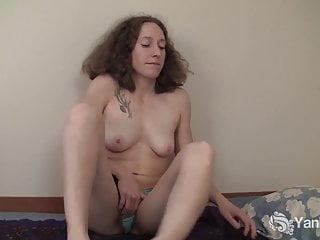 Yanks Amateur Nina Masturbates