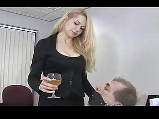 Quick pissing...