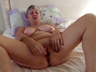 Vera nonna con grandi tette sulla figa affamata