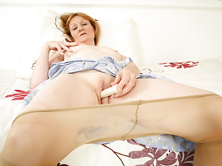 UK gilf Clare smashes her pantyhosed snatch with a sex toy