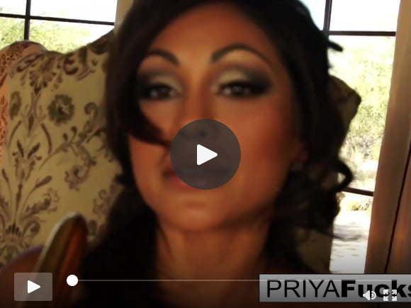 सेक्सी प्रिया राय और एक गोल्डन वाइब्रेटर के साथ भोजन कक्ष मज़ा