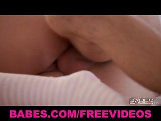 La grande bellezza del seno Lexi Swallow fa l amore con il suo giocattolo da ragazzo