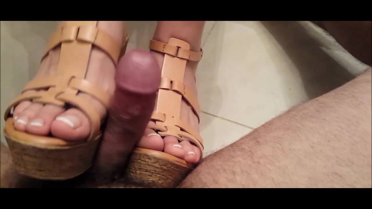 Ebony Giantess Feet Crush