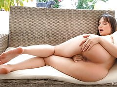 Busty MILF Lexi Luna Is Shaking That Phat Ass
