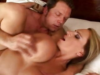 52EE Lisa Lipps puts her lips around cock