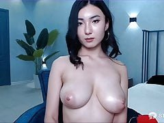 Cam girl rubbing her tits