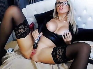play Mona Pussy Hot Milf -