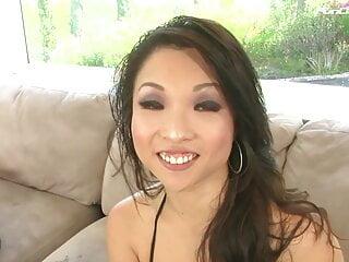 Ganz tief und gart Asiatin gestossen, bis zum gluehen - Bild 2
