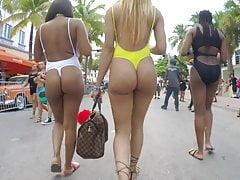 bikini grandes culos por la callePorn Videos