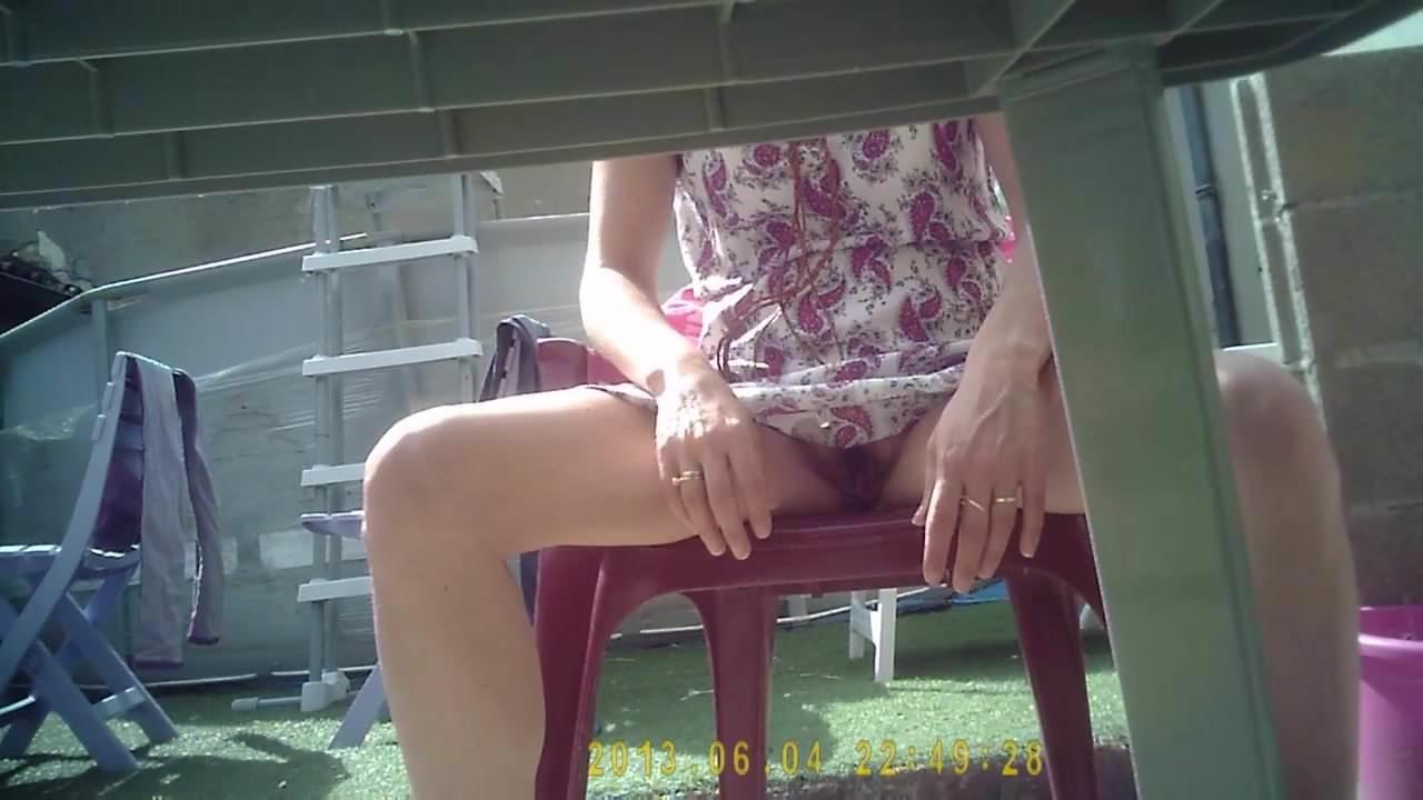Sous La Table De Salon Je La Finie Avec Un Doigt Amateur Girl