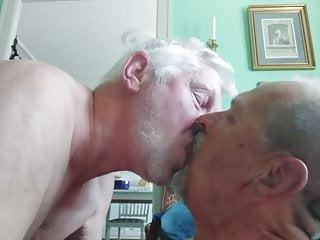 Kiss aug...