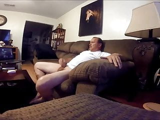 Str8 daddy wotching porn in the living room...