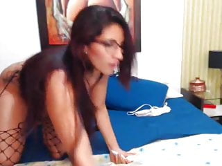 Busty Hot Nerd Doing Pussy Masturbation on Cam