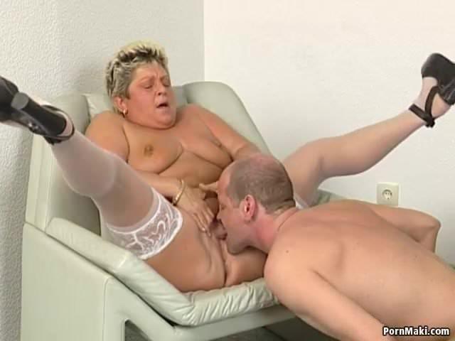 Duci anyuka szereti ha a fia kinyalja a punciját