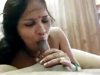 Hindi aunty sucking bihar dick...