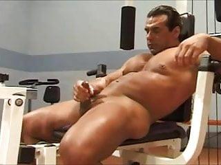 Bodybuilder workout solo...