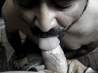 mamando a un maduro, sucking a mature horny man
