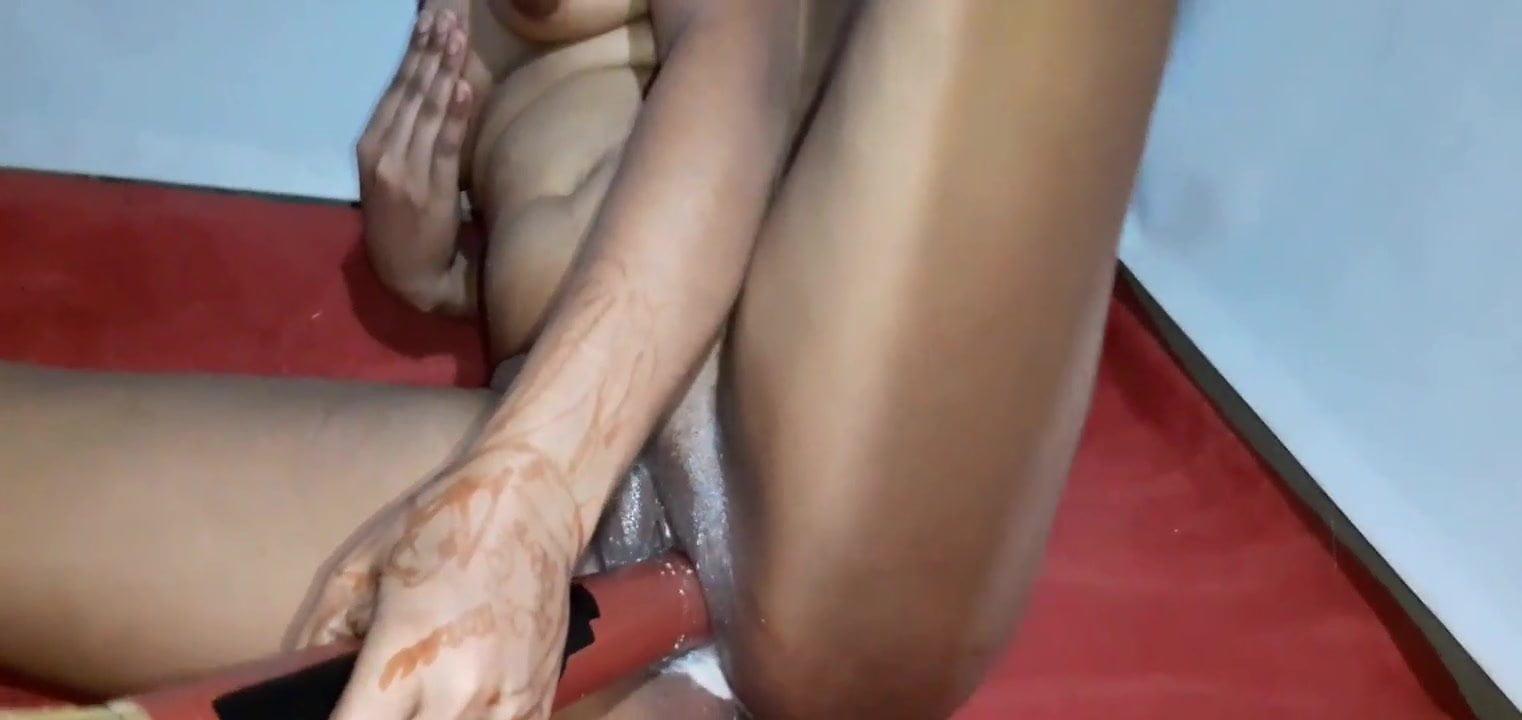Desi Wife Using broom For satisfactory orgasm