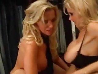 Lesbenspiele in Bekleidungsgeschäft