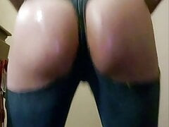 More booty clapping