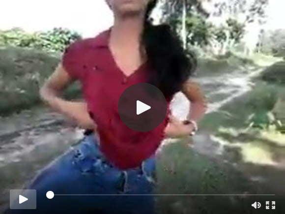 उत्तर भारतीय लड़की उसके स्तन दिखाती है