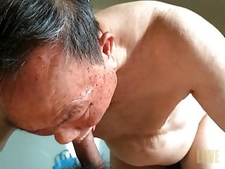 aisian young man fuck old daddy 1