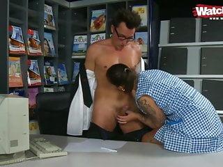 Hamburger Putzfrau im Reisebuero zum sex benutzt