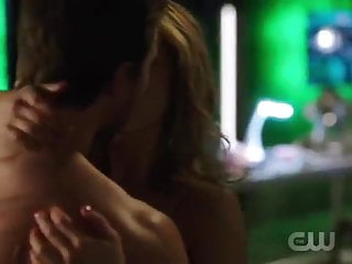 Hot felicity and oliver in arrow...