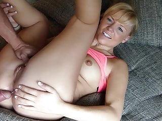 Geile Nahaufnahme Von Blondine Auf Der Couch