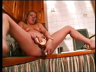 Brit MILF Lisa Toying