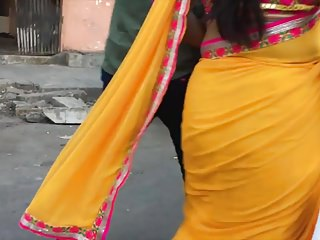 Sweltering curvy aunty in saree