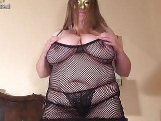 FAT Mamma casalinga con il seno enorme che gioca da sola
