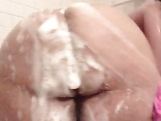 Bbw shower soakin...