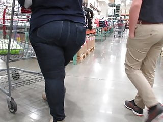 Juicy milf mom jeans pt 1...