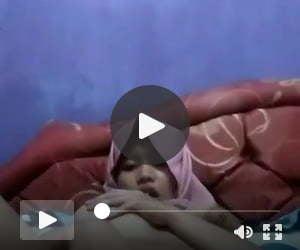 hijab tudung jilbab naughty girl fingers her pussy