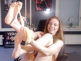 Verona vd leur peels banana with her feet...