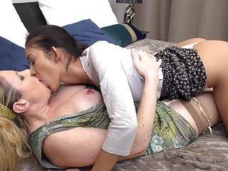 Lesbain mom sex