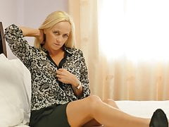One on one with hot mature mom