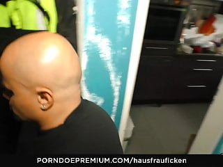 HAUSFRAU FICKEN - German BBW housewife blowjobs big dick