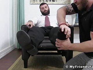 Buff business stud cums hard after having his feet worshiped